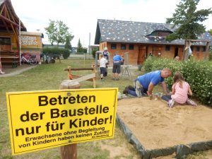 [:en]Betreten der Kinderbaustelle verboten[:]